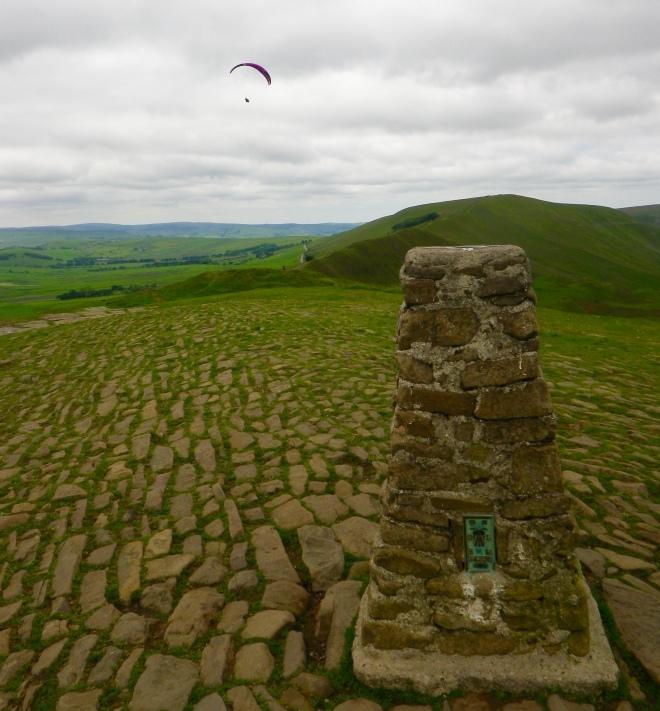 Mam tor (517m) & paraglider